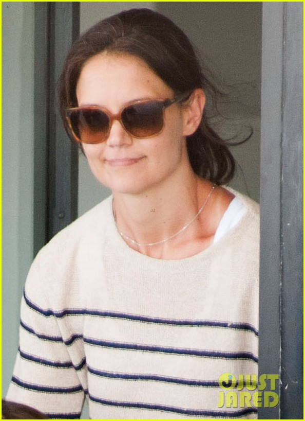 katie holmes and suri return from florida 022879168