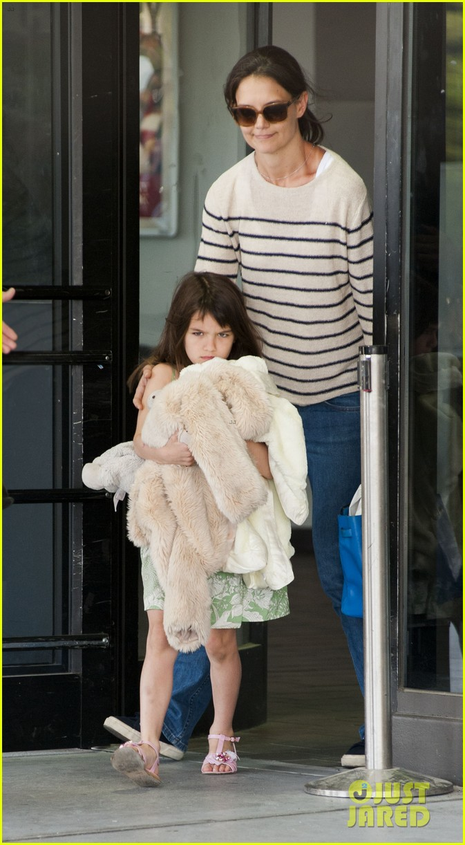 katie holmes and suri return from florida 032879169
