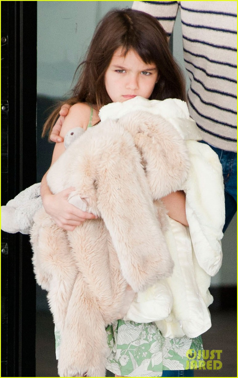 katie holmes and suri return from florida 042879170