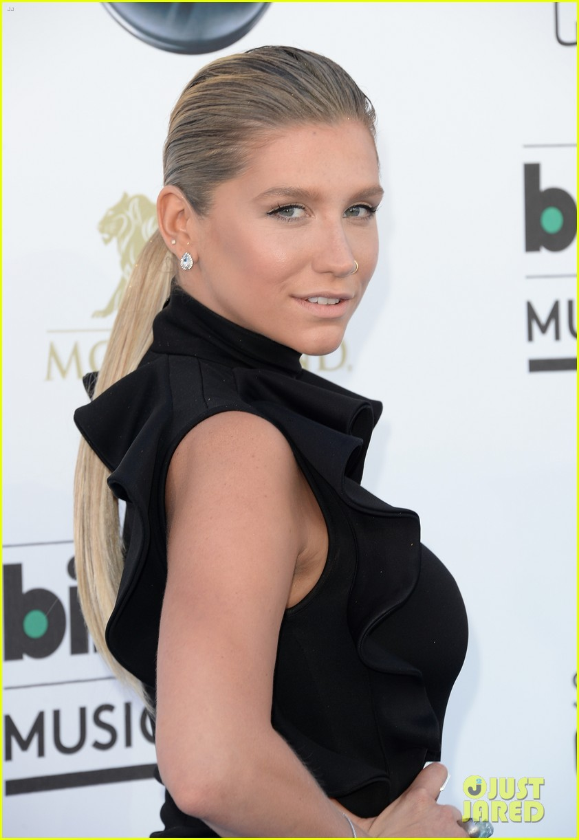 kesha waist high slit in dress at billboard music awards 2013 022874020