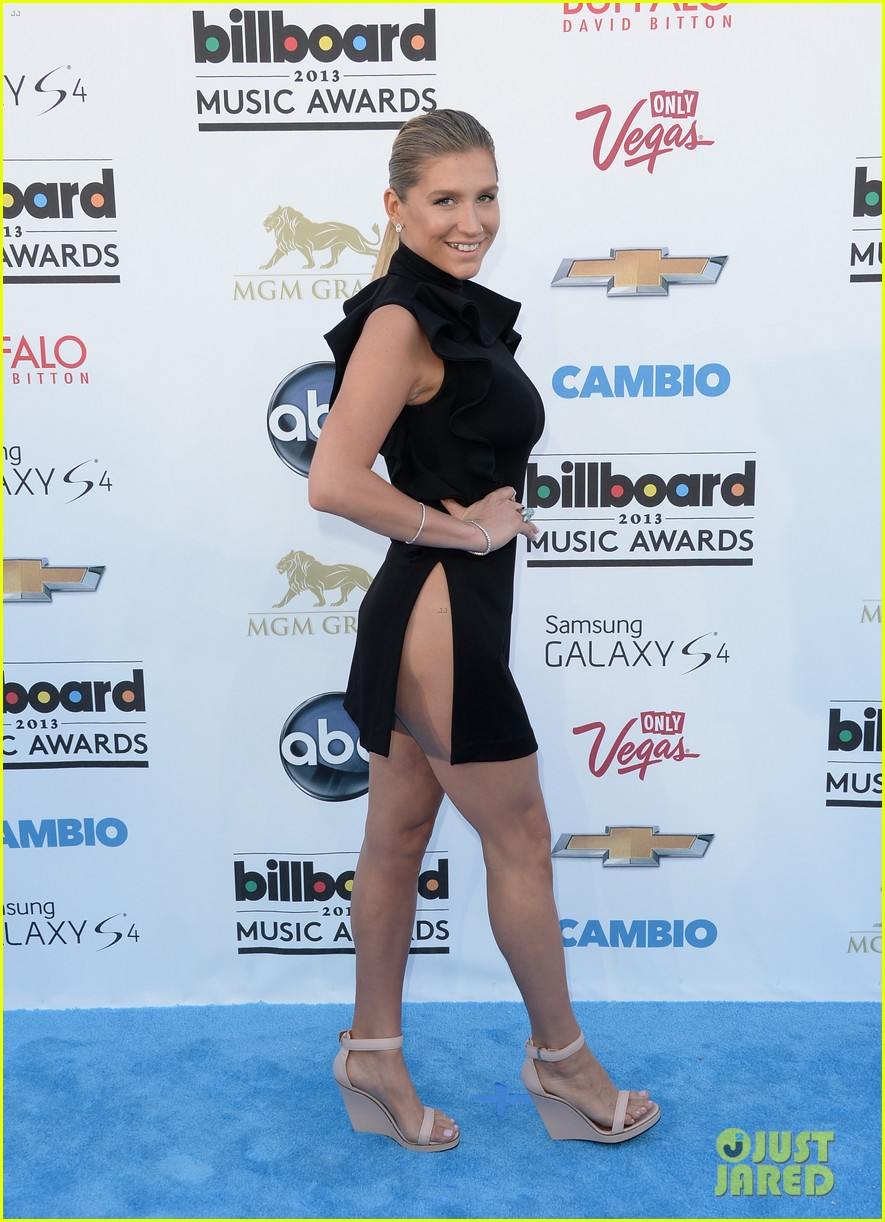kesha waist high slit in dress at billboard music awards 2013 032874021