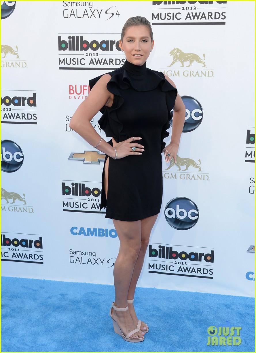 kesha waist high slit in dress at billboard music awards 2013 102874028