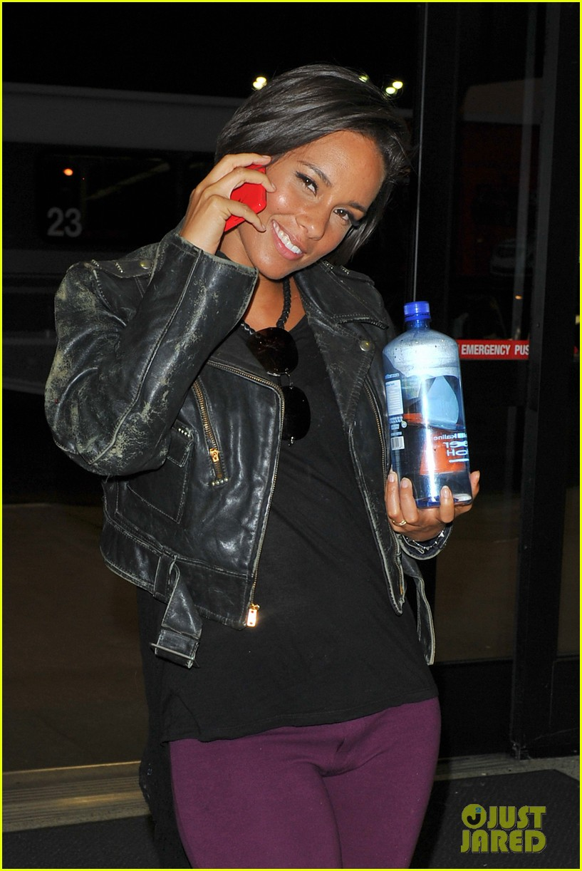 alicia keys takes flight after american idol performance 042867697