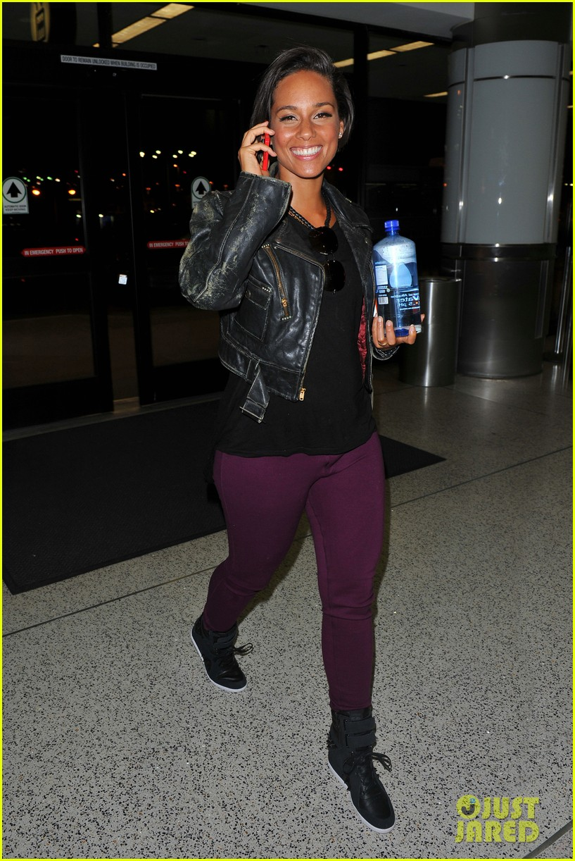 alicia keys takes flight after american idol performance 072867700