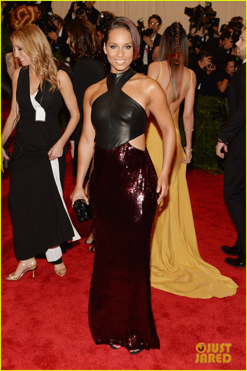 alicia keys met ball 2013 red carpet 01