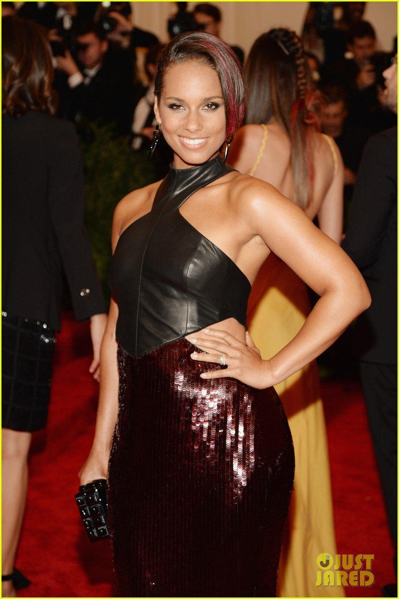 alicia keys met ball 2013 red carpet 042865230