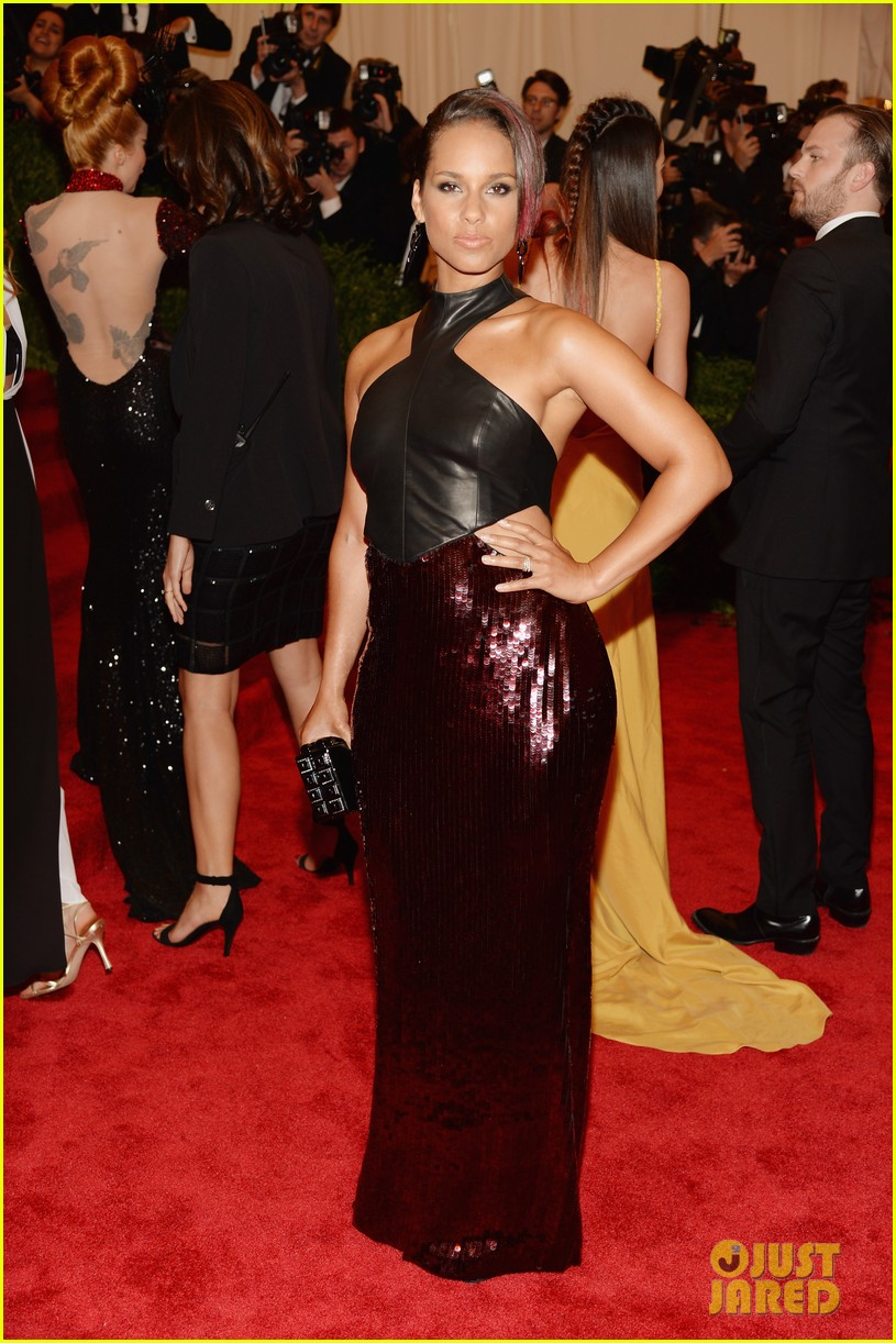 alicia keys met ball 2013 red carpet 052865231