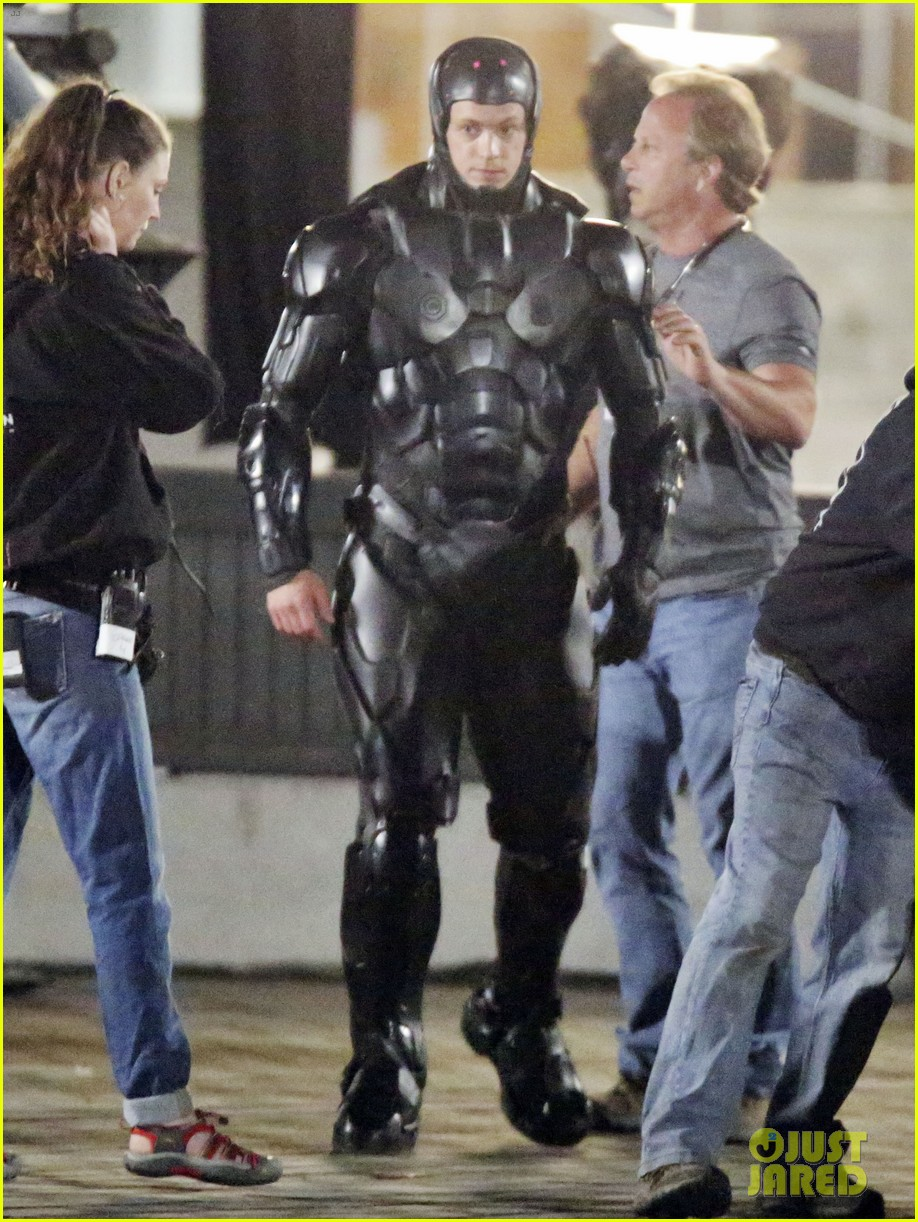 joel kinnaman suits up for robocop reshoots 06