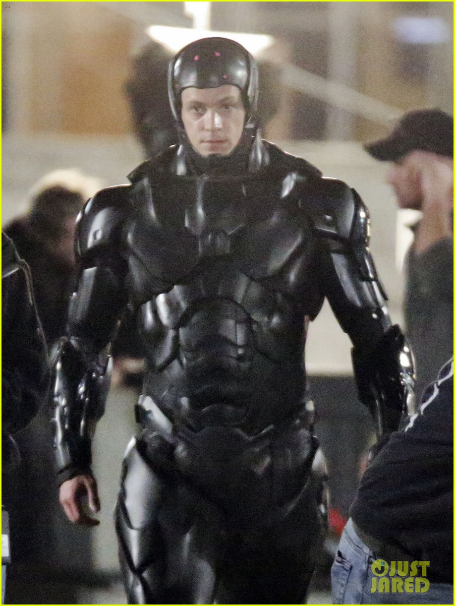 joel kinnaman suits up for robocop reshoots 072868911