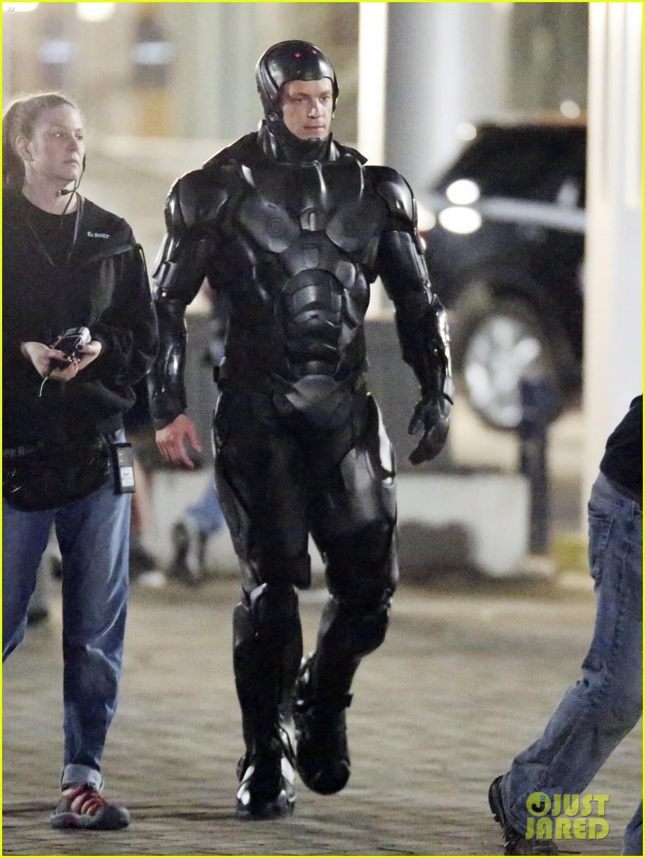 joel kinnaman suits up for robocop reshoots 09