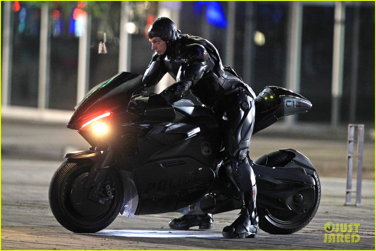 joel kinnaman suits up for robocop reshoots 142868918