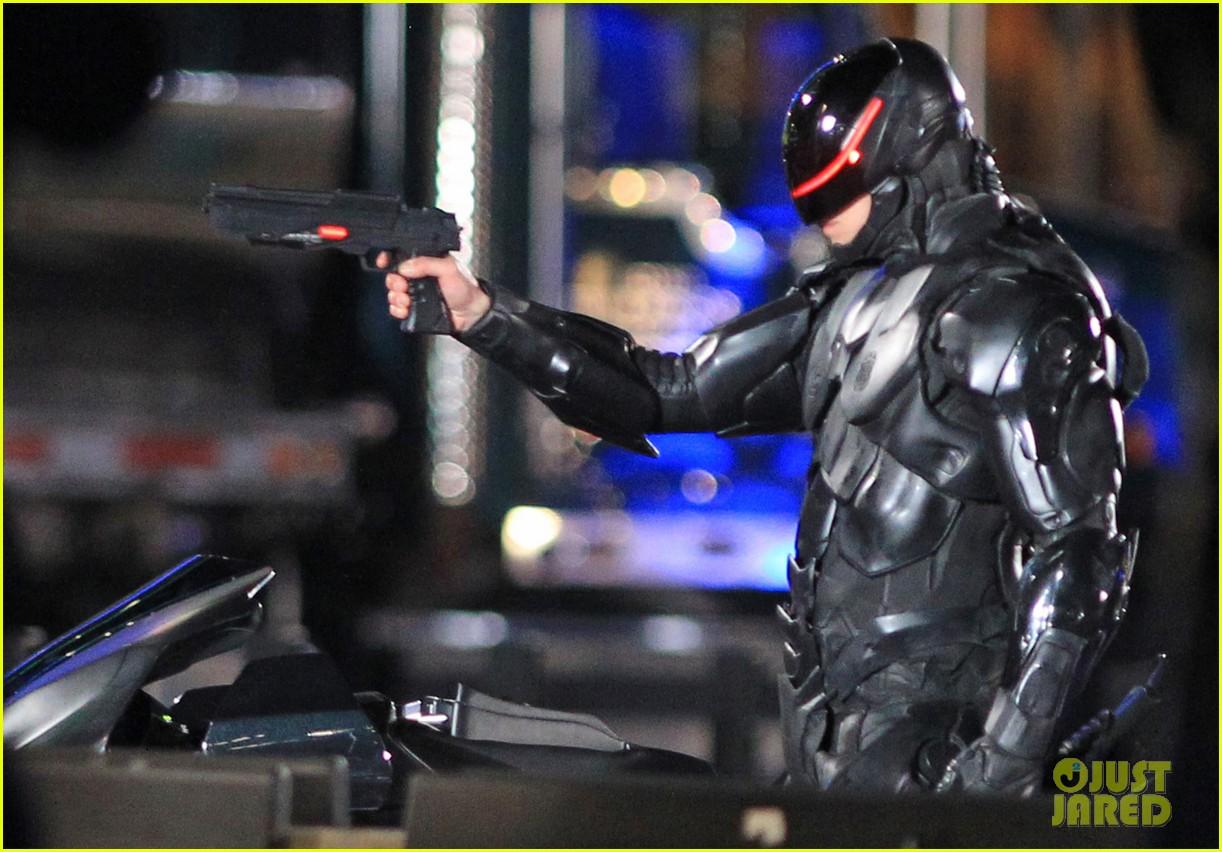 joel kinnaman suits up for robocop reshoots 172868921