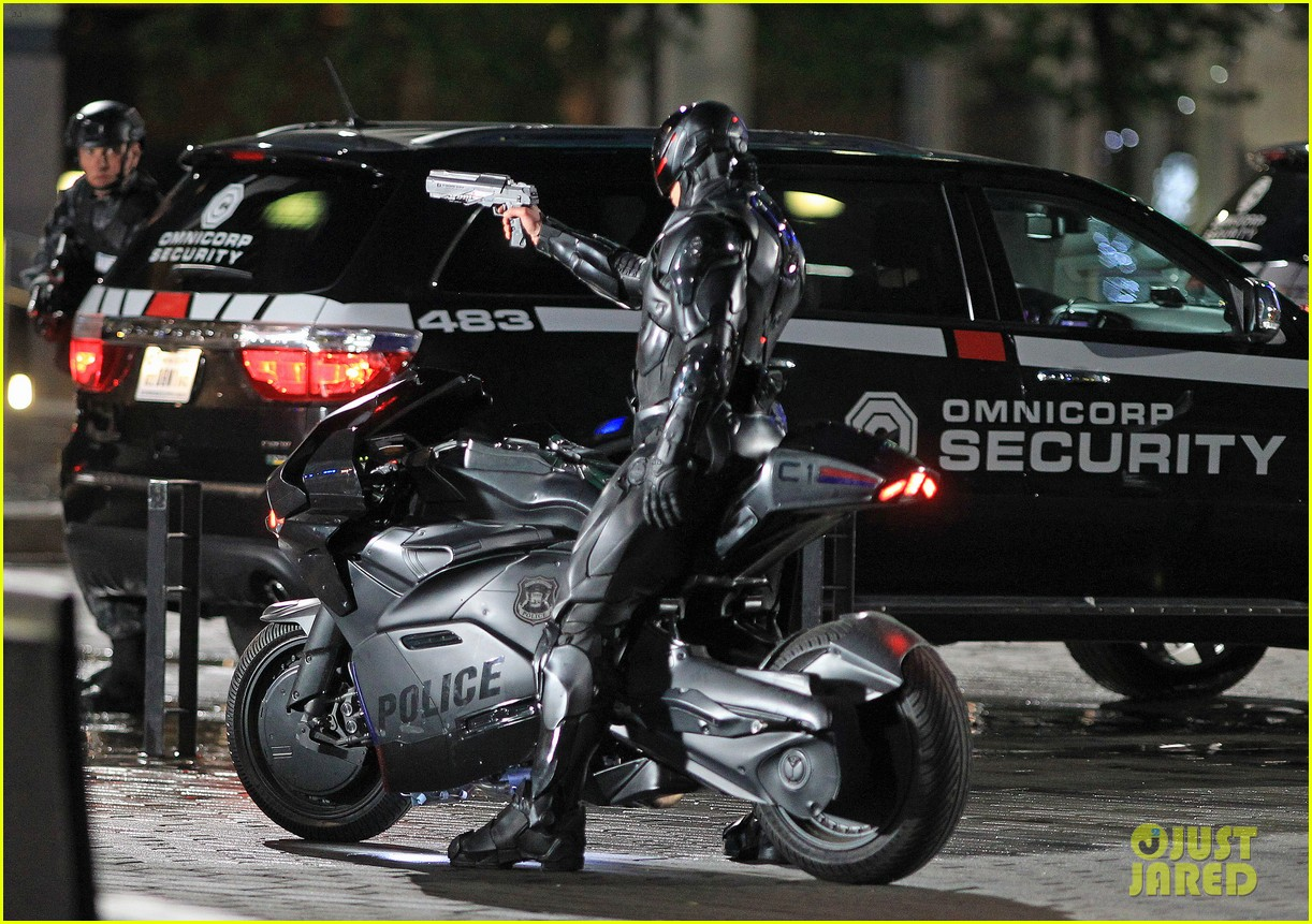 joel kinnaman suits up for robocop reshoots 182868922