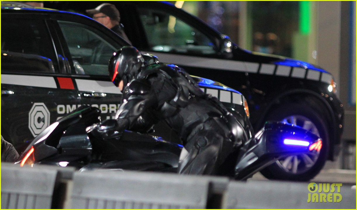 joel kinnaman suits up for robocop reshoots 272868931