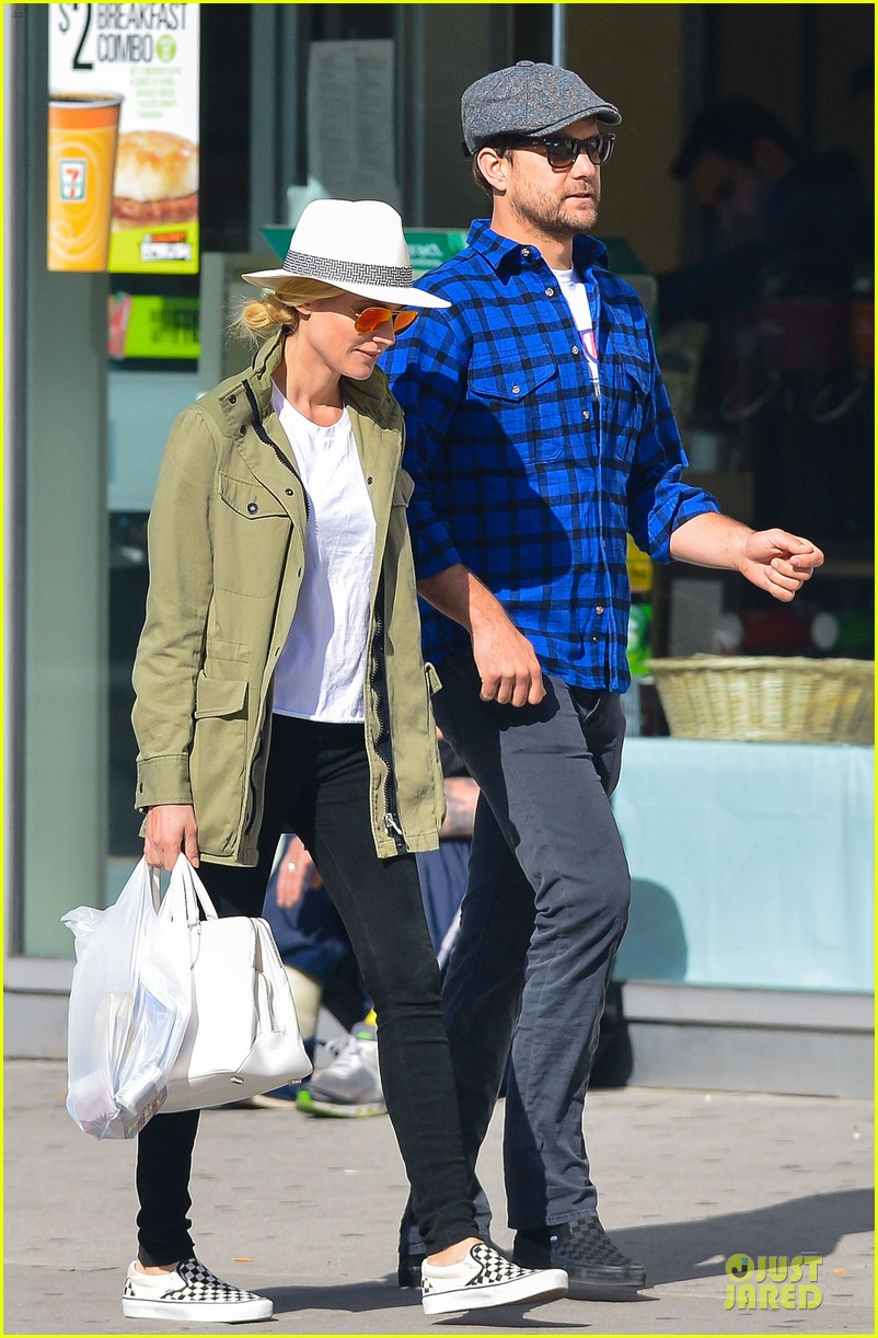 diane kruger joshua jackson east village shopping couple 032864569