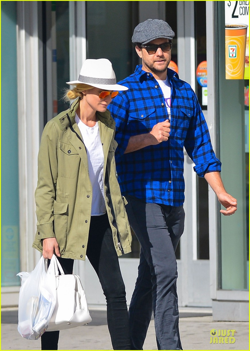 diane kruger joshua jackson east village shopping couple 042864570