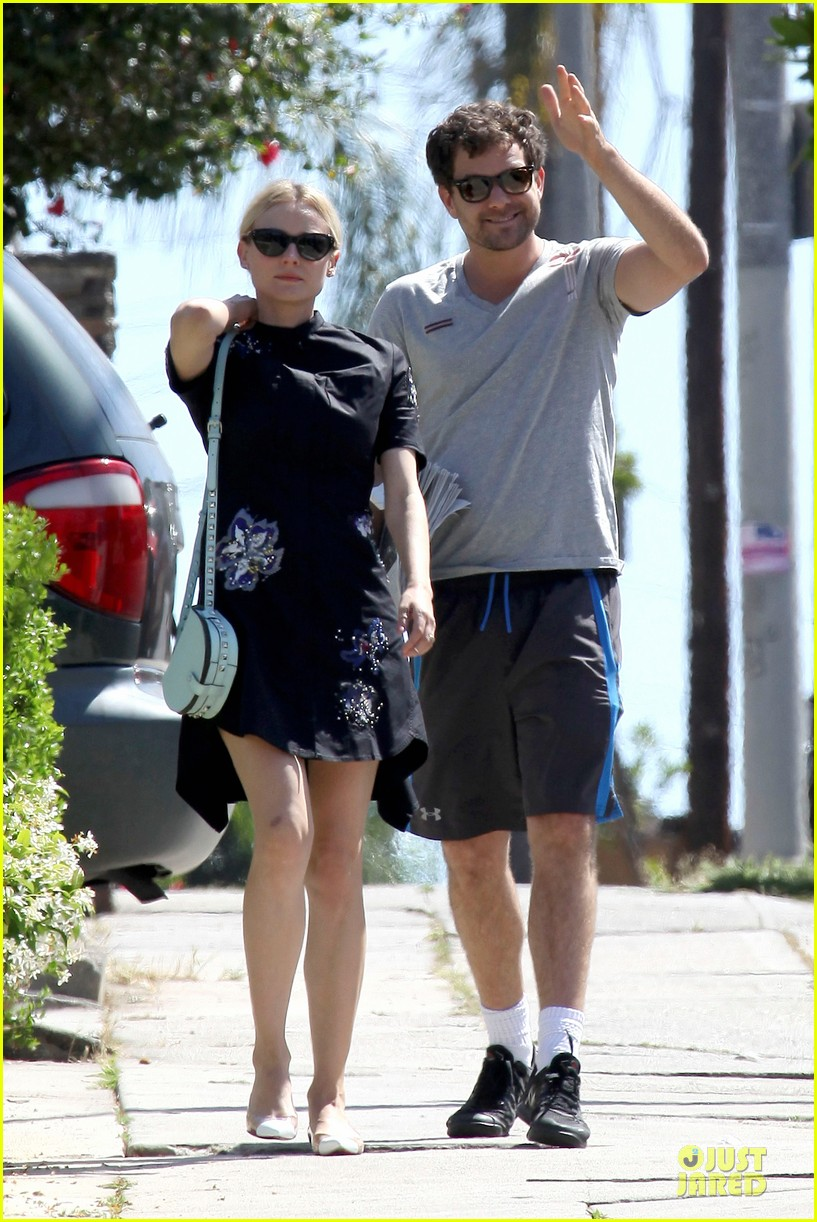 diane kruger hold hands after lunch 032874103