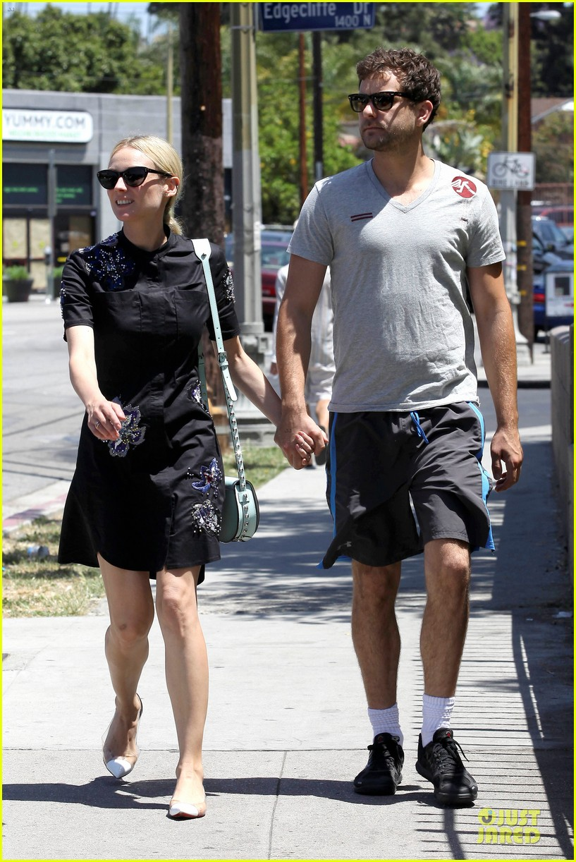 diane kruger hold hands after lunch 052874105