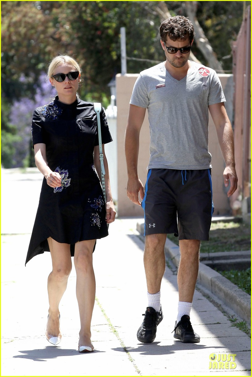 diane kruger hold hands after lunch 09