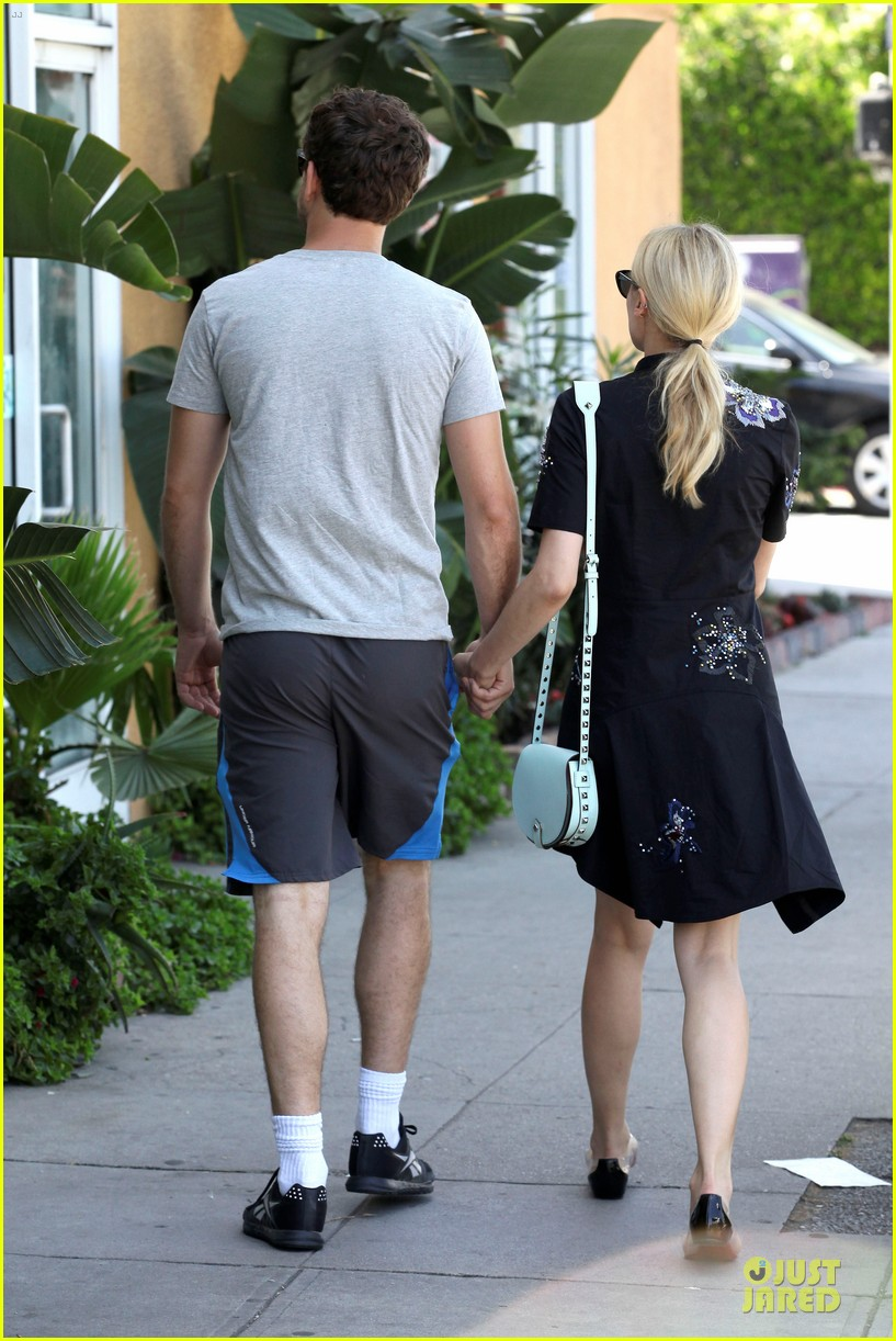 diane kruger hold hands after lunch 23