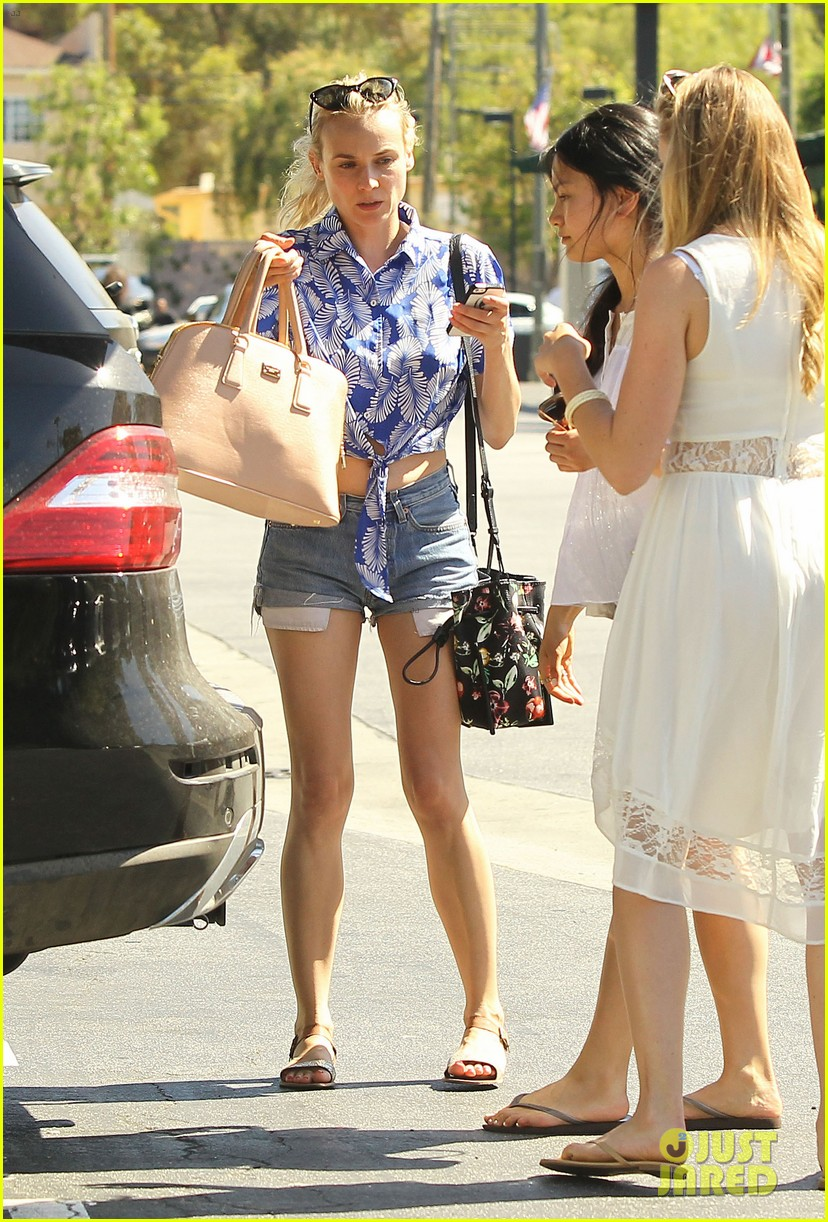 diane kruger shows off toned tummy at whole foods 062880297
