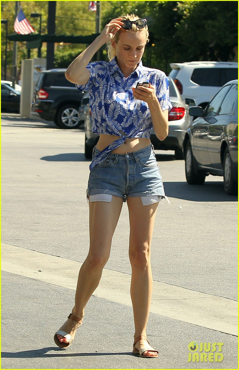 diane kruger shows off toned tummy at whole foods 072880298