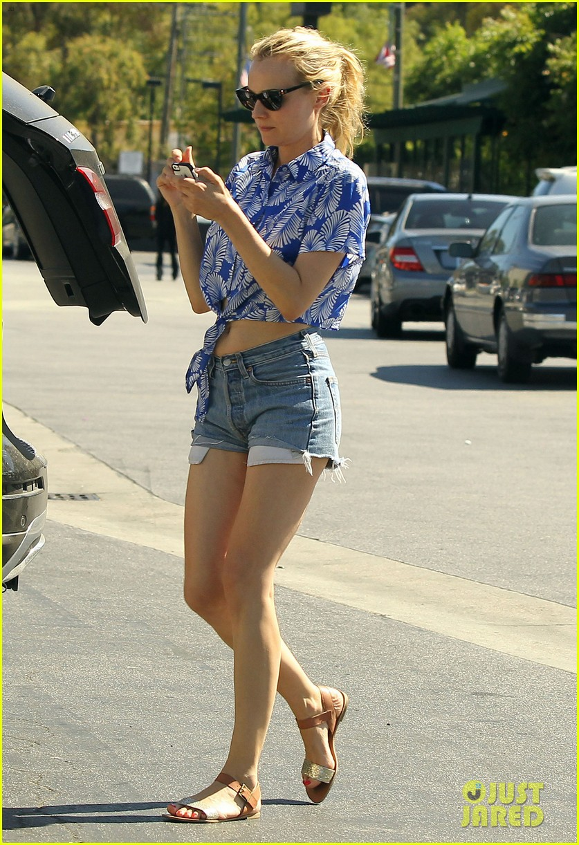 diane kruger shows off toned tummy at whole foods 102880301