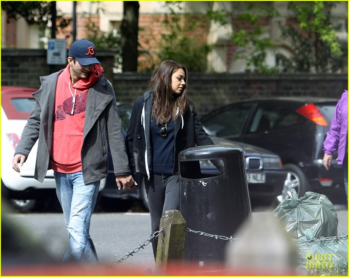 mila kunis ashton kutcher london coffee with the parents 122872769
