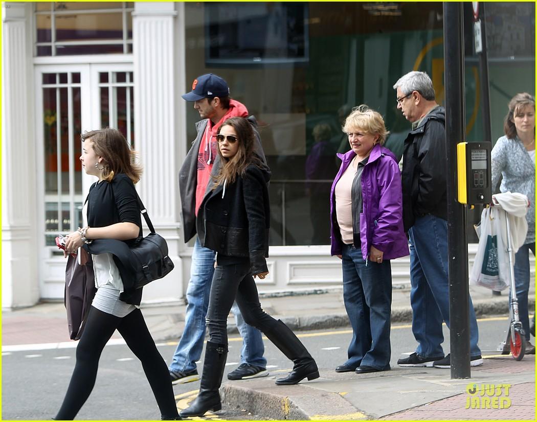mila kunis ashton kutcher london coffee with the parents 152872772