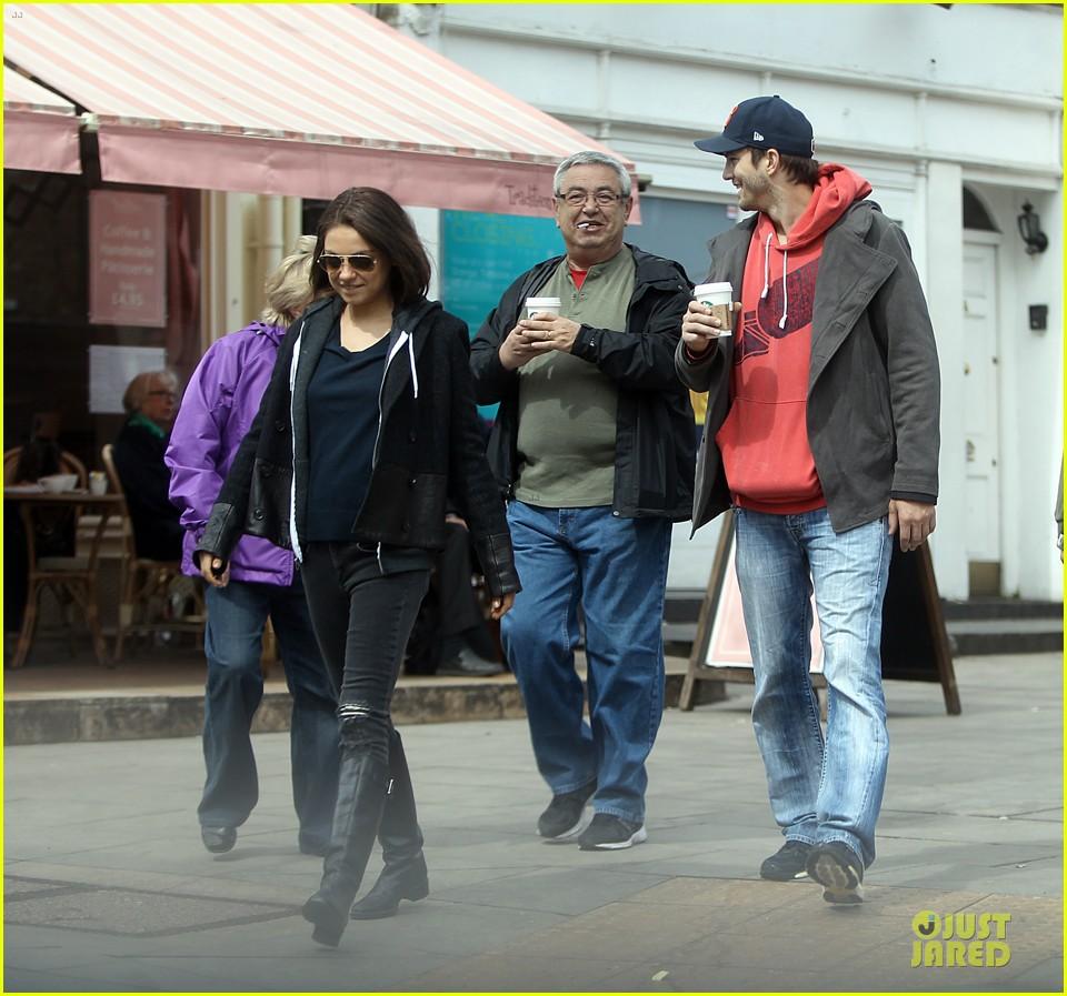 mila kunis ashton kutcher london coffee with the parents 232872780