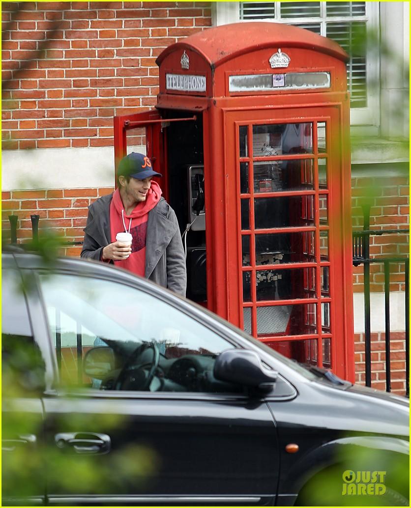 mila kunis ashton kutcher london coffee with the parents 262872783