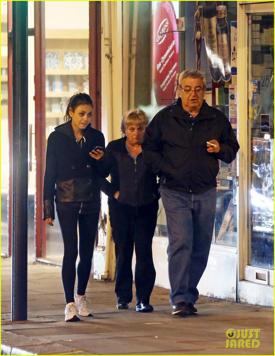 ashton kutcher travels home mila kunis hangs with parents 052874825