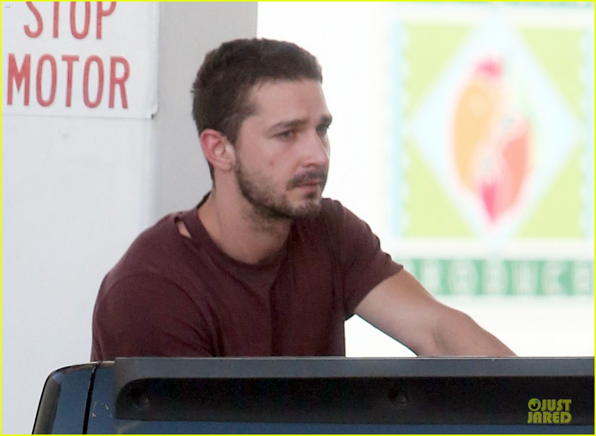 shia labeouf stale n mate book signing 08