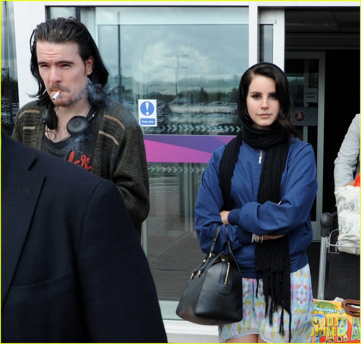 lana del rey scotland arrival with boyfriend barrie james oneill 052873423