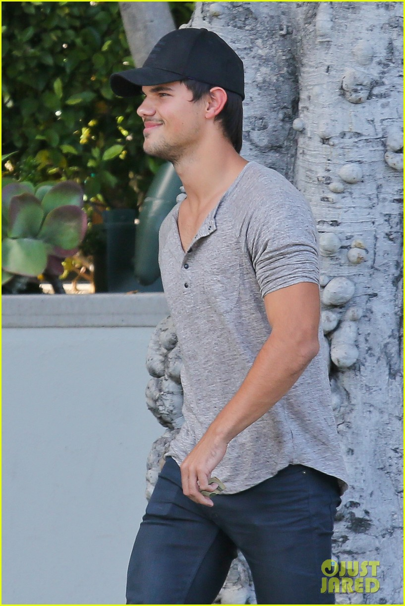 taylor lautner needs jump start after hotel meeting 022867184