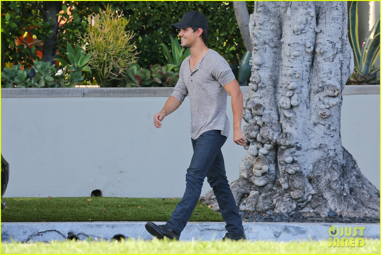 taylor lautner needs jump start after hotel meeting 052867187