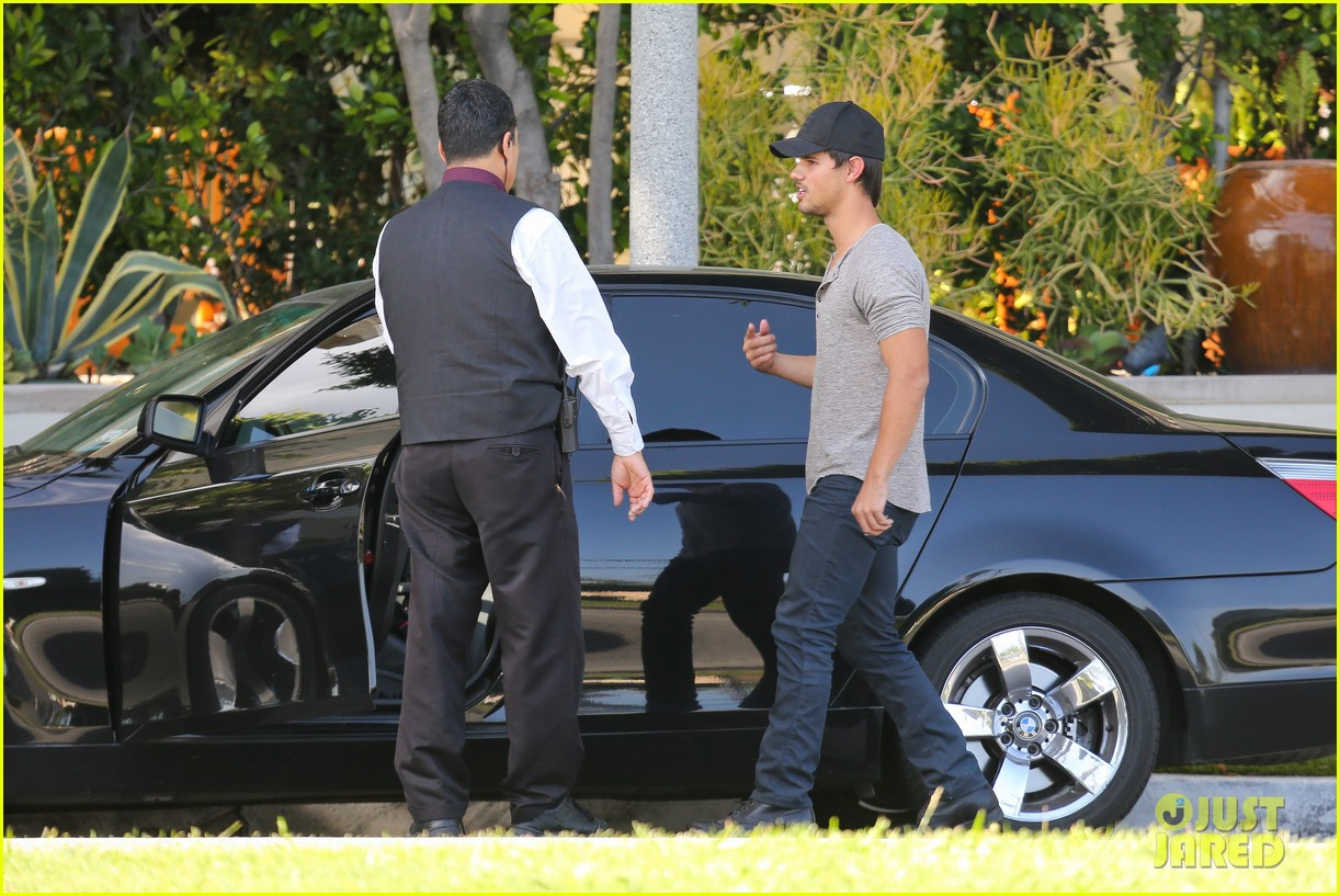 taylor lautner needs jump start after hotel meeting 072867189
