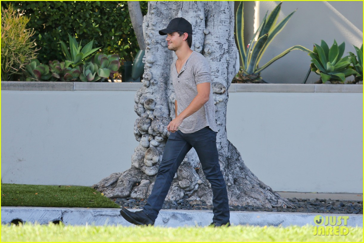 taylor lautner needs jump start after hotel meeting 14