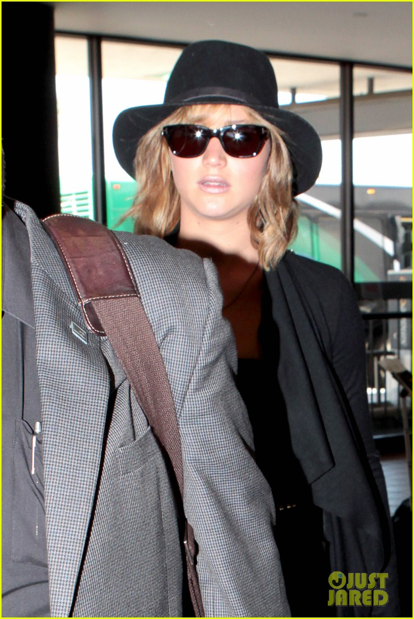 jennifer lawrence jets off to montreal for x men shoot 02