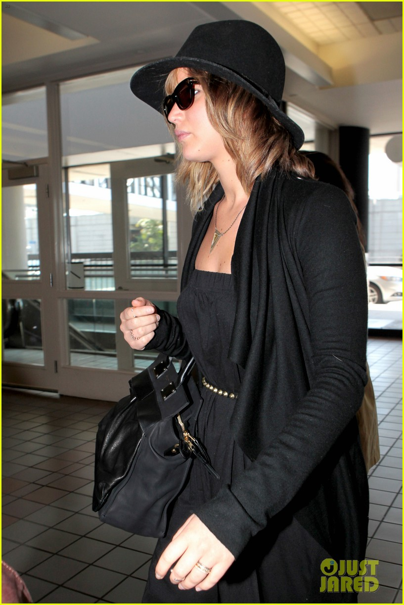 jennifer lawrence jets off to montreal for x men shoot 052869476