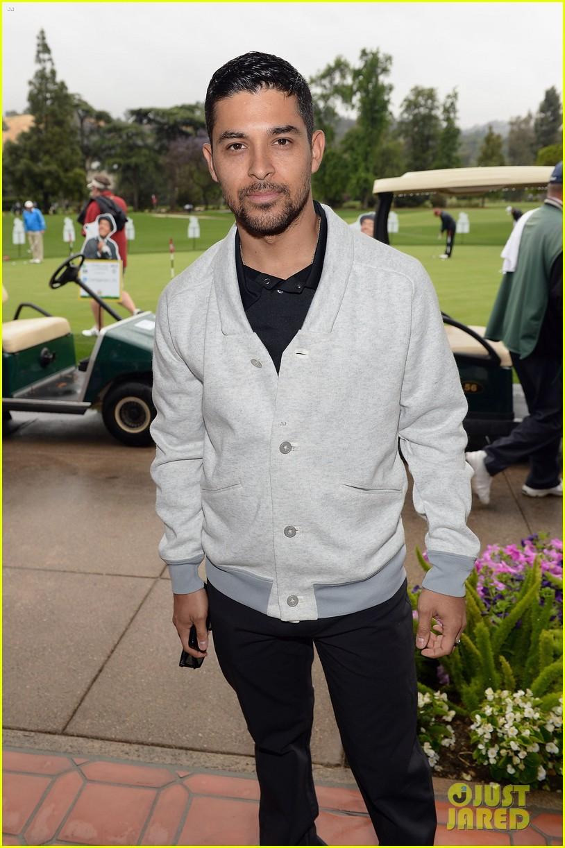 adam levine george lopez celebrity golf classic 2013 032865001