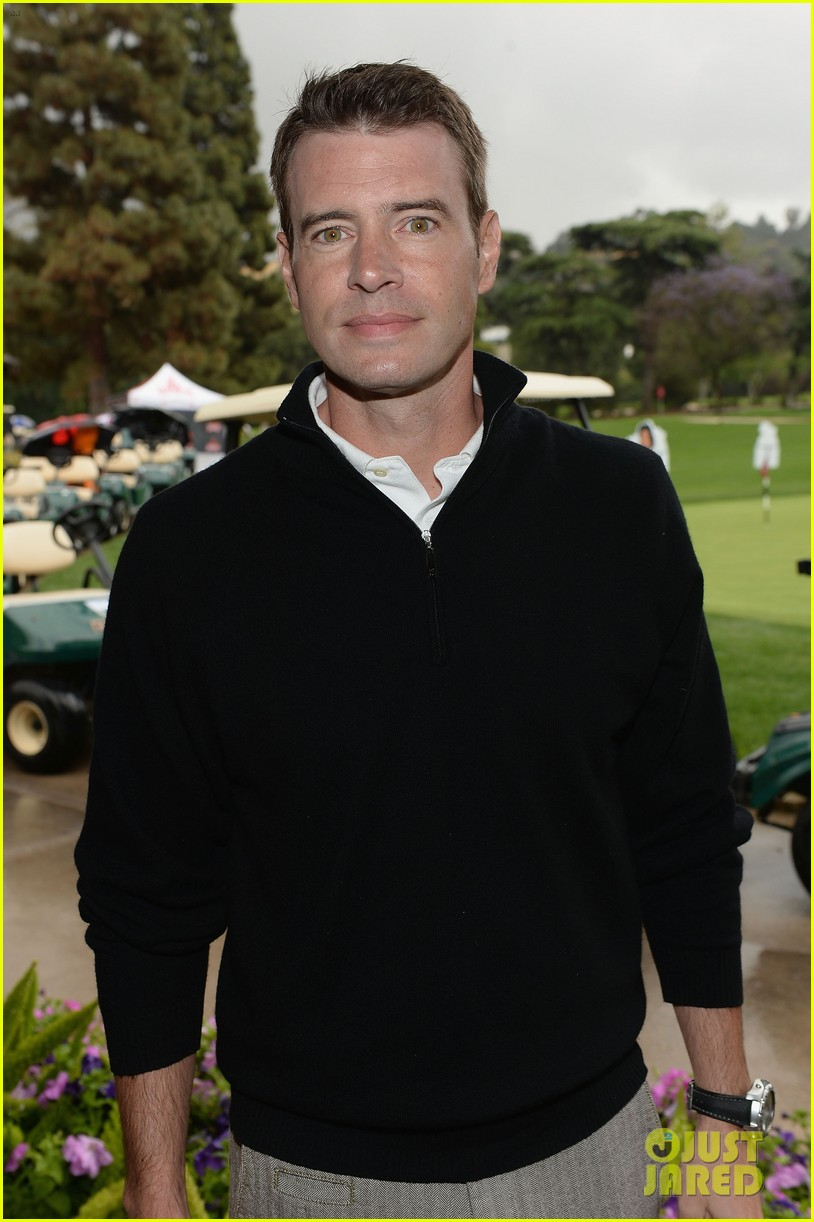 adam levine george lopez celebrity golf classic 2013 042865002