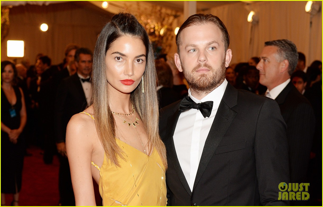 lily aldridge caleb followill met ball 2013 red carpet 052865897