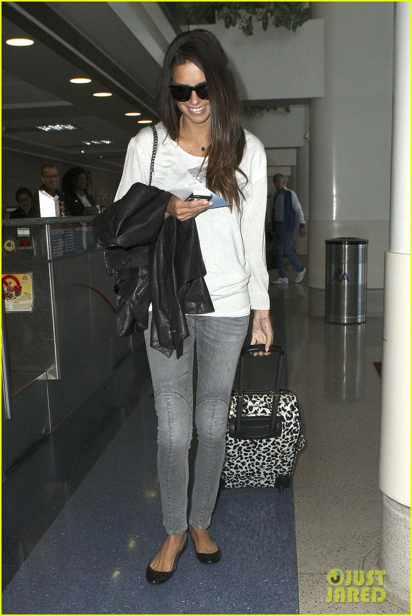 adriana lima heads to nyc after delayed flight 082871687