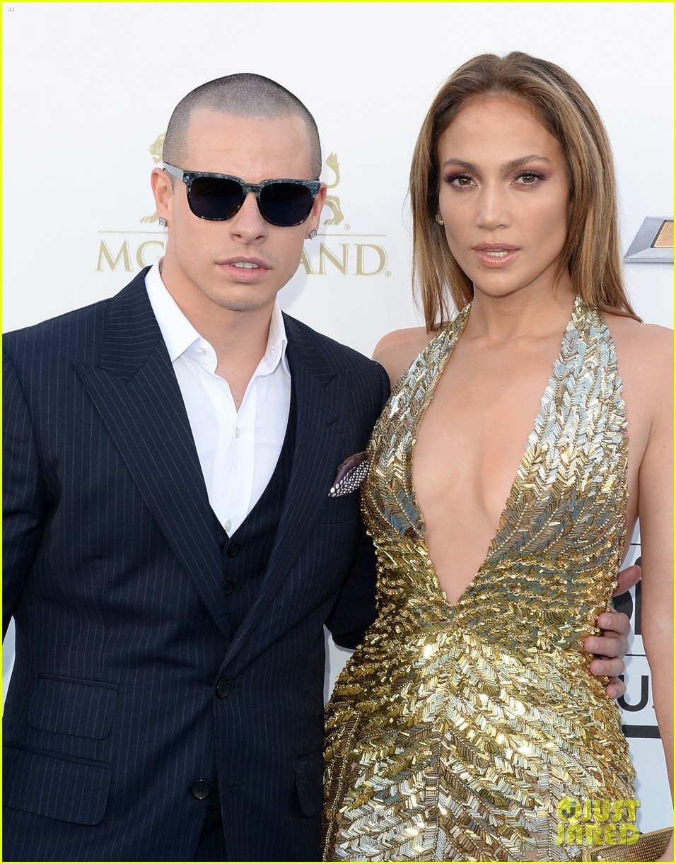 jennifer lopez billboard music awards 2013 with casper smart 042874000