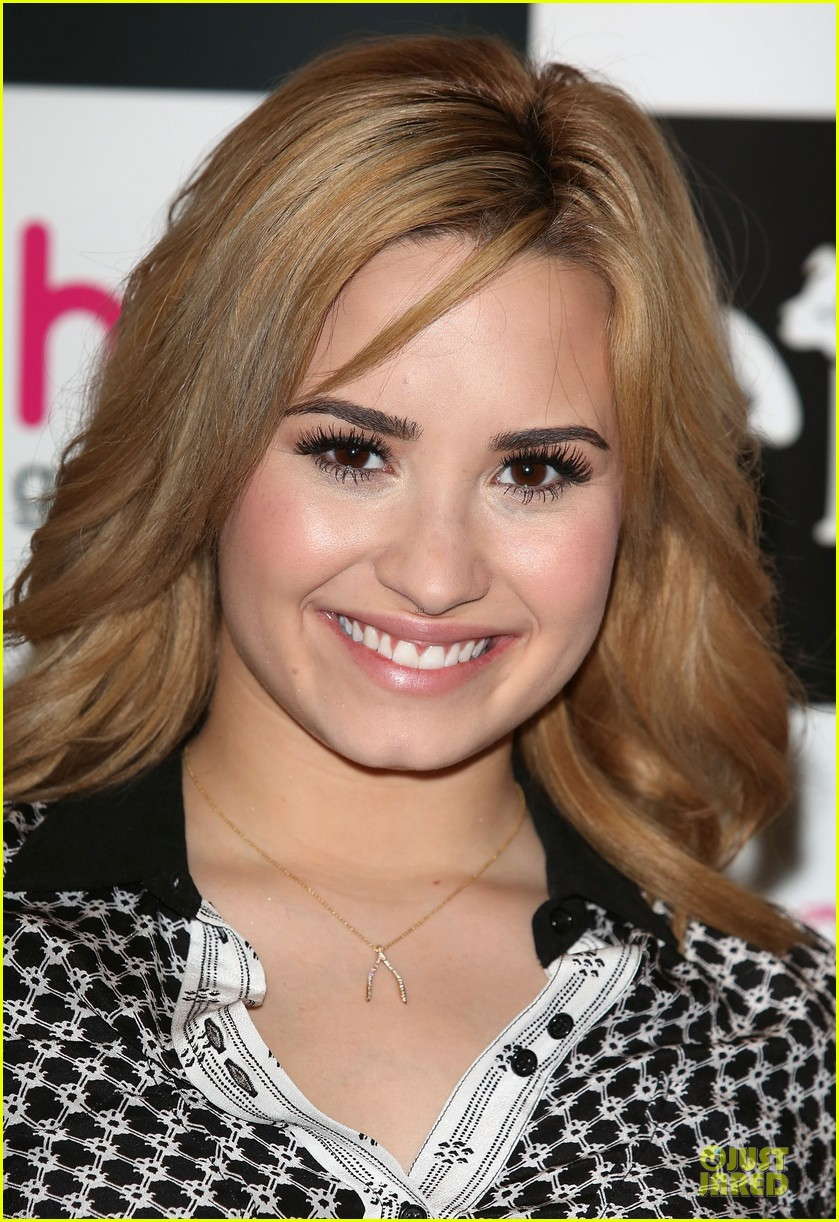 demi lovato demi london signing 062879633