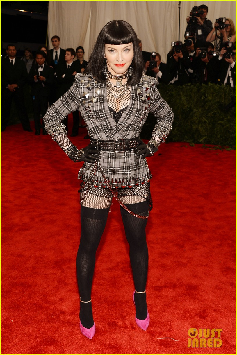 Madonna Short Black Bob Hairdo On Met Ball 2013 Red