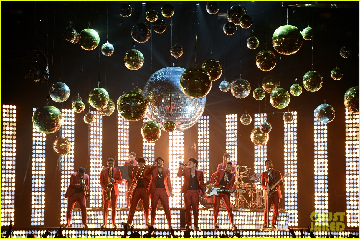 bruno mars billboard music awards 2013 performance video 012874035