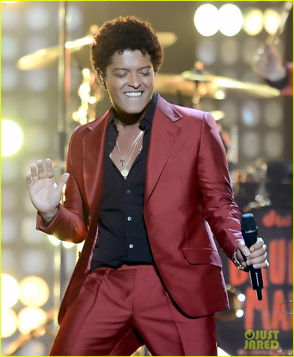bruno mars billboard music awards 2013 performance video 092874043