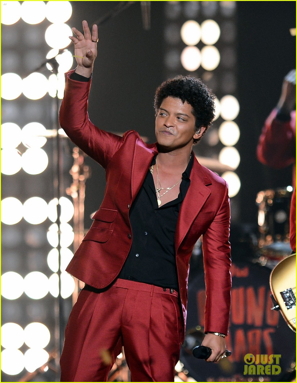 bruno mars billboard music awards 2013 performance video 10